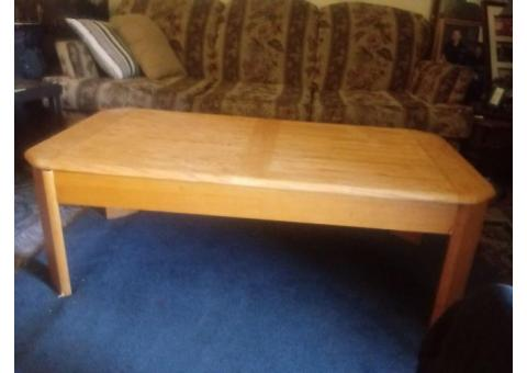 Oak coffee table with raiseable top.