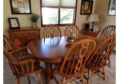 Solid wood table with chairs, hutch and buffet/bar